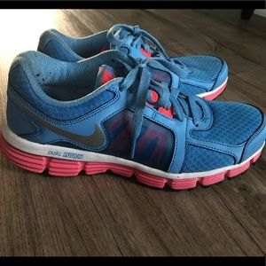 Nike Dual Fusion Women's Size 7.5 Blue and Pink